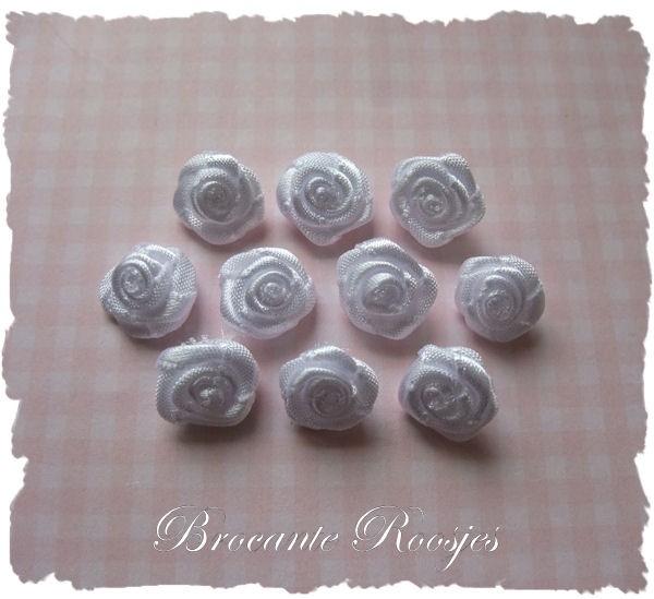 (RM-001) 10 satijnen roosjes - wit - 15mm
