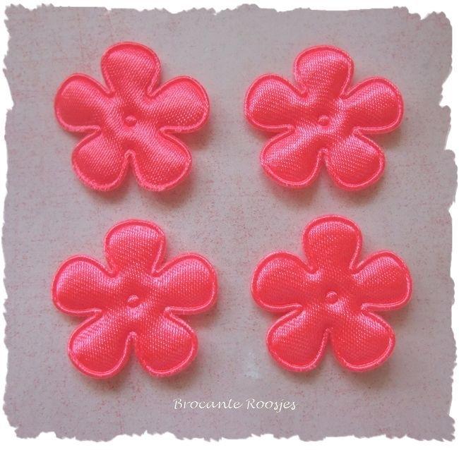 (BLE-014a) 4 satijnen bloemen - neon roze - 25mm