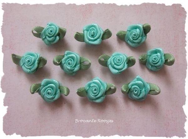(Rb-012) 10 satijnen roosjes met blaadje - mint - 17mm