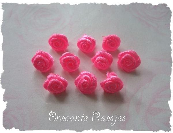 (R-008) 10 satijnen roosjes - felroze - 10mm
