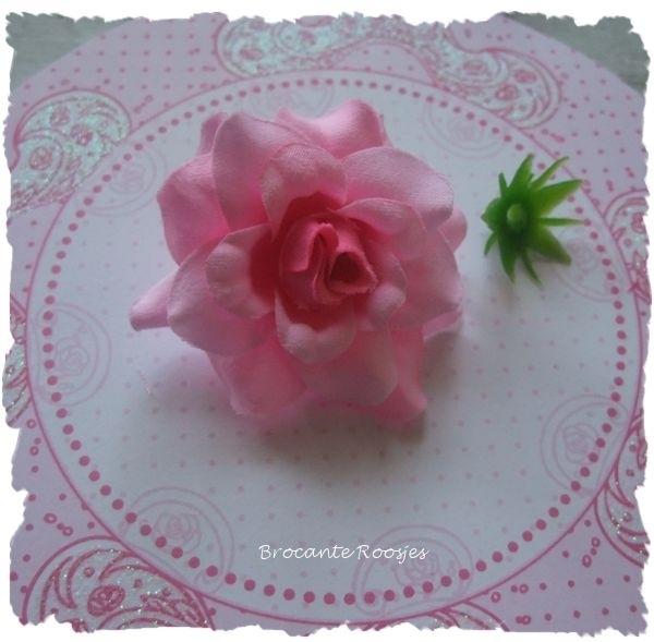 (R-bl-003) Roos met afneembare bloemblaadjes - roze/fuchsia - 4cm