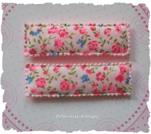 (HO-RE-D-001) 2 hoesjes - recht - bloemetjes - roze
