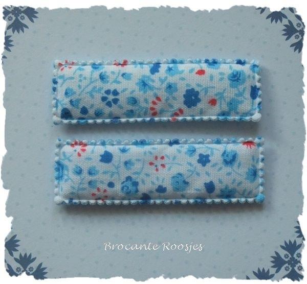(HO-RE-D-002) 2 hoesjes - recht - bloemetjes - aqua