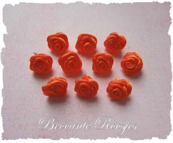 (R-011a) 10 satijnen roosjes - d. oranje - 10mm