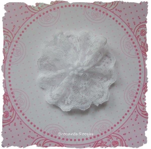 (BLro-007) Bloem-rozet - dubbel laagje kant - wit - 45mm