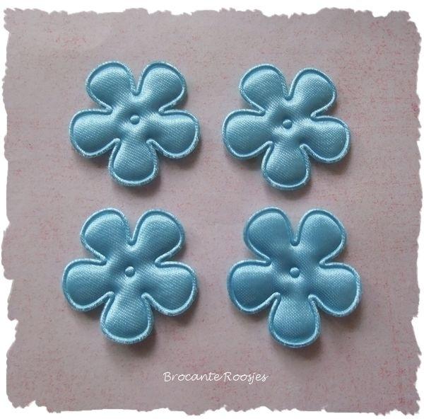 (BLE-017) 4 satijnen bloemetjes - licht blauw - 25mm