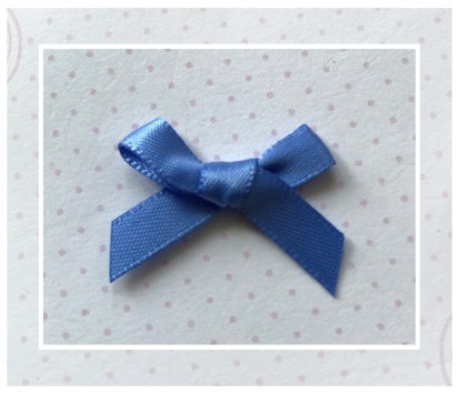 (Sz-012b) Strikje - zelfklevend - korenblauw - 25mm