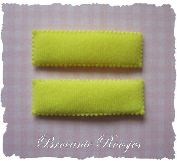 (HO-RE-011) 2 hoesjes - recht - vilt - geel