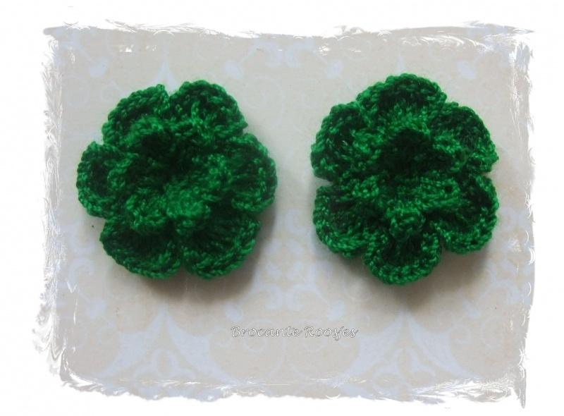 (BLh-052) 2 gehaakte bloemetjes - d. groen - 25mm