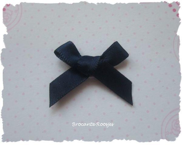 (Sz-013) Strikje - zelfklevend - donker blauw - 25mm