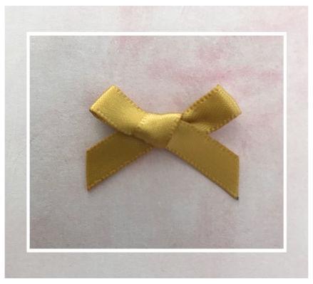 (Sz-022) Strikje - zelfklevend - goud - 25mm