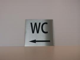 RVS deurplaatje, opschrift WC + pijl links 9 x 9 cm