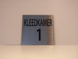 RVS deurplaatje, tekst KLEEDKAMER 1 , 9 x 9 cm