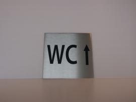 RVS deurplaatje, opschrift WC + pijl rechtdoor 9 x 9 cm