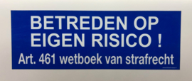 """Sticker """"BETREDEN OP EIGEN RISICO..' blauw / wit 34 x 12 cm - art.nr.EF001A - Sticker"""