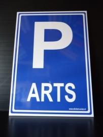 "Kunststof bord met opdruk ""P"" + ARTS - Art.nr.0027"