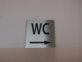 RVS deurplaatje, opschrift WC + pijl rechts 9 x 9 cm