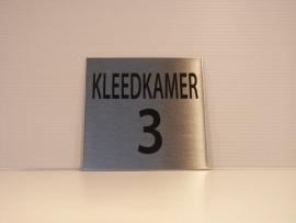 RVS deurplaatje, tekst KLEEDKAMER 3, 9 x 9 cm