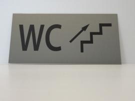 """RVS deurplaatje, opschrift """"WC""""  + pijl trap rechts omhoog 18x9cm"""