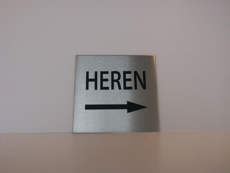 RVS deurplaatje, opschrift HEREN + pijl rechts 9 x 9 cm