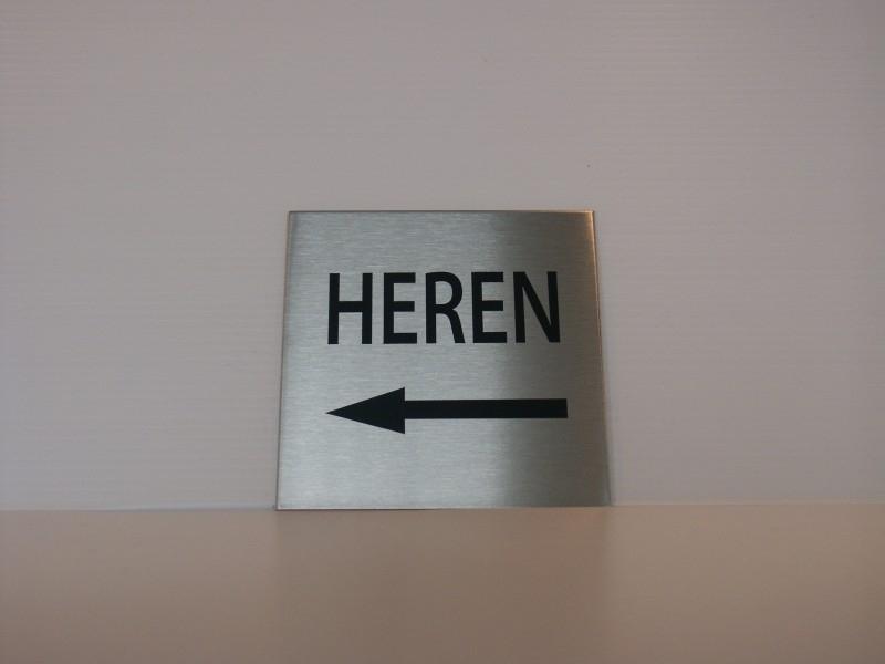 RVS deurplaatje, opschrift HEREN + pijl links 9 x 9 cm