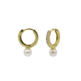 Goudkleurige Oorhangers + Witte Parel | Karma Jewelry