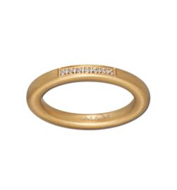 Goudkleurige Ring met Zeven Kleurloze Zirkonia's van M&M