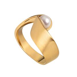 Vervormde Goudkleurige Ring van Edelstaal met Zoetwaterparel