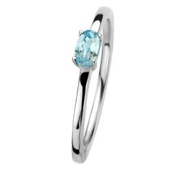 Zilveren Ring met Zirkonia's en Ovaalvormige Lichtblauwe Topaas