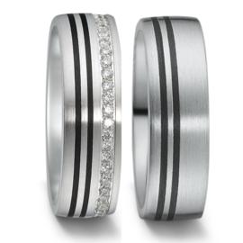 Brede Matte Zilveren Trouwringen Set met Carbon Lijnen en Diamanten