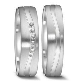 Vlakke Matte Zilveren Trouwringen Set met Gepolijste Golvende Lijn en Diamanten