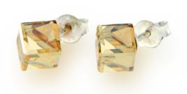 Stevige Goudkleurige Swarovski Kubus Oorstekers van Spark Jewelry