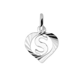 Hartvormige Zilveren Letter S-Bedel