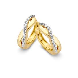 Excellent Jewelry Geelgouden Golvende Creolen met Zirkonia's