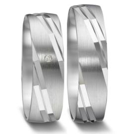 Matte Zilveren Trouwringen Set met Gepolijste Lijnen en Diamant