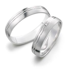 Matte Zilveren Trouwringen Set met Dubbele Gepolijste Lijn en Diamant