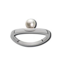 Zilverkleurige Ring van Edelstaal met een Witte Zoetwaterparel van M&M