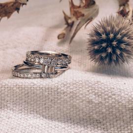 Excellent Jewelry Slanke Witgouden Ring met Diamanten