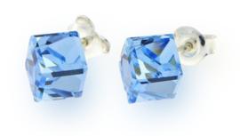 Stevige Lichtblauwe Swarovski Kubus Oorstekers van Spark Jewelry