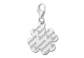 Names4ever Charm-Klaverbedel met Naampatroon ZNB18