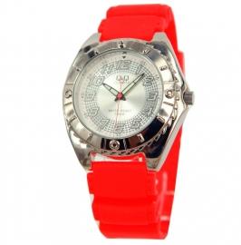 Horloge van Q&Q met een rood rubberen horlogeband