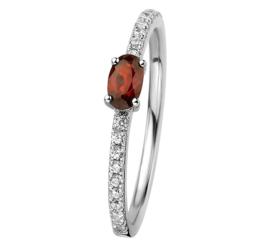 Zilveren Ring met Zirkonia's en Ovaalvormige Granaat Edelsteen
