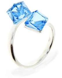 Zilveren Ring met Dubbele Lichtblauwe Swarovski Kubus van Spark