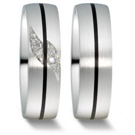 Brede Trouwringen Set van Mat Zilver met Carbon Lijn en Diamanten