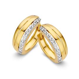 Excellent Jewelry Geelgouden Creolen met Drie Stroken en Zirkonia's