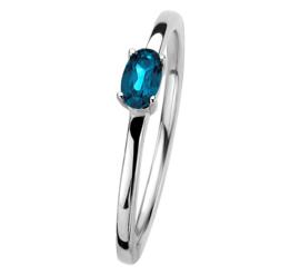 Zilveren Ring met Zirkonia's en Ovaalvormige Blauwe Topaas