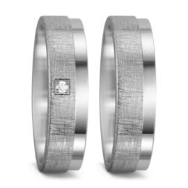 Stijlvolle Gescratchte Zilveren Trouwringen Set met Gepolijste Rand en Diamant