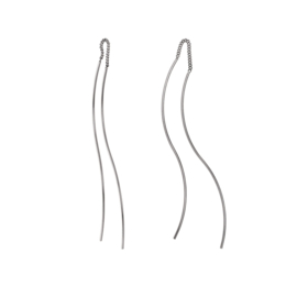 Zilverkleurige Oorhangers met Golvende Stroken van M&M