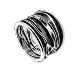 Ring van Geoxideerd Zilver met Golvend Patroon / maat 17,8