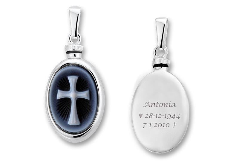 Zilveren Ovaalvormige Ashanger met Tekst en Kruis Camee > Names4ever